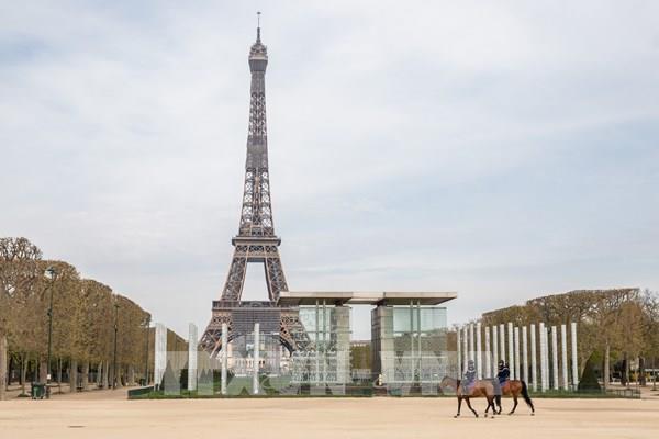 """Xe đạp  - """"vũ khí"""" của các đô thị Pháp sau phong tỏa"""
