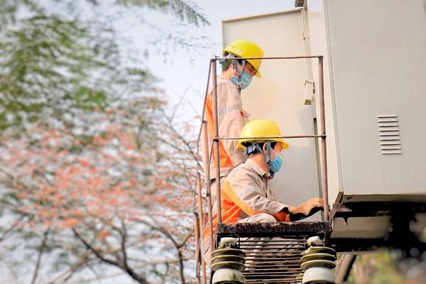 Điện lực miền Bắc đảm bảo cung cấp điện ổn định dịp 30/4 và 1/5