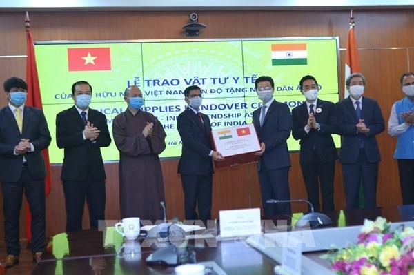Hội Hữu nghị Việt Nam - Ấn Độ tặng 100.000 khẩu trang cho nhân dân Ấn Độ