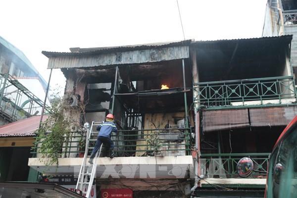 Cháy nhà 2 tầng ở phố cổ Hà Nội
