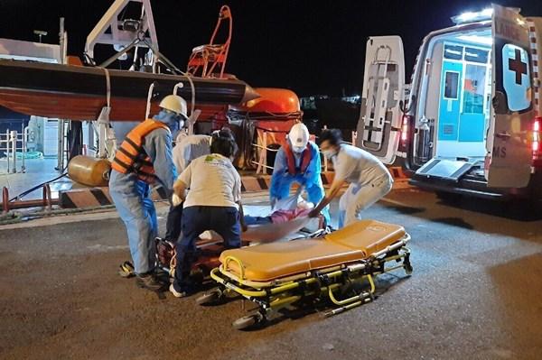 Ứng cứu một thuyền viên Philippines bất tỉnh trên vùng biển Việt Nam