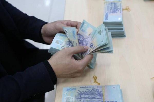 Phạt tù nguyên trưởng phòng ngân hàng lừa đảo rút tiền gửi tiết kiệm