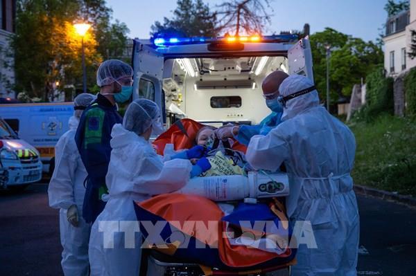 Pháp ghi nhận thêm 369 ca tử vong vì COVID-19
