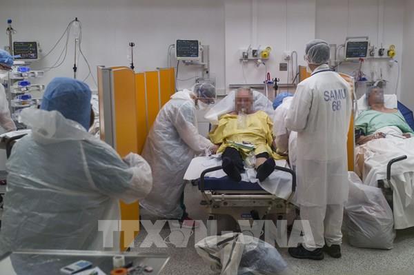 Pháp: Số ca tử vong vì COVID-19 theo ngày thấp nhất trong 5 tuần qua