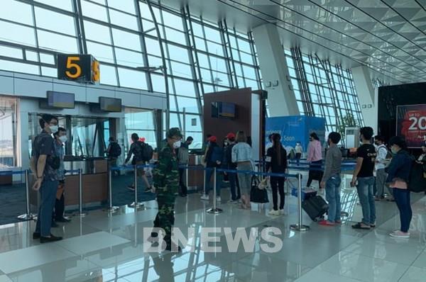 DịchCOVID-19:Đưahơn240 công dân Việt Nam từ Singapore về nước