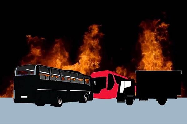 Xe tải bốc cháy thiêu rụi thùng hàng chở hàng chục xe máy