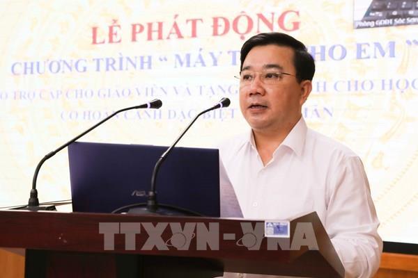 Hà Nội tặng máy tính hỗ trợ học sinh có hoàn cảnh khó khăn
