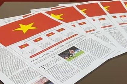 45 năm thống nhất đất nước: Tạo lá cờ Tổ quốc bằng trang báo in