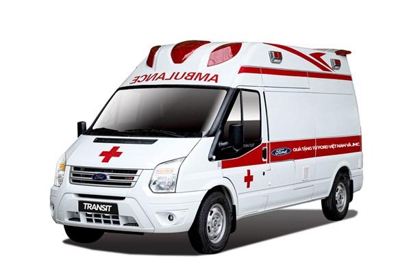 Ford Việt Nam tặng xe Transit cứu thương cho Bệnh viện Nhiệt đới Trung ương