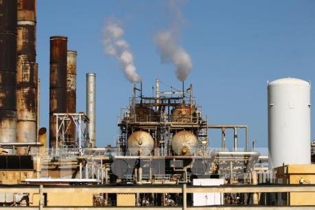 Giá dầu Mỹ thu hẹp đà giảm trong phiên 28/4