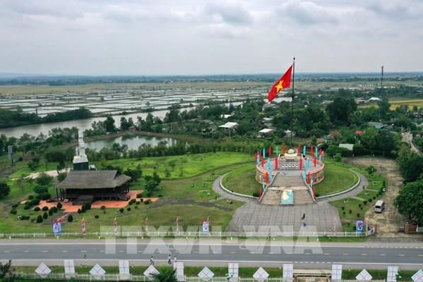 Ðôi bờ Hiền Lương - Bến Hải thắm sắc cờ ngày giải phóng