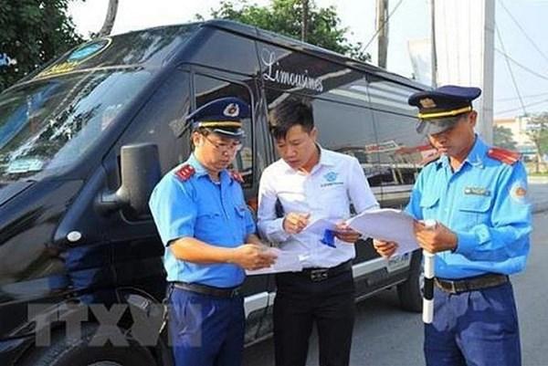Thanh tra giao thông Hà Nội xử lý nhiều xe chở khách vi phạm