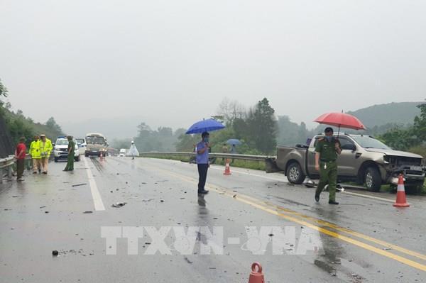 Tai nạn giữa 3 ô tô: Cao tốc Nội Bài - Lào Cai hạn chế 1 làn xe