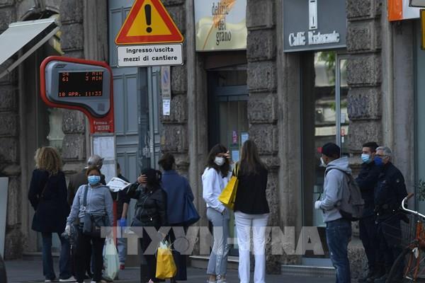"""Ngành công nghiệp thời trang Italy tái khởi động trong """"hy vọng và lo lắng"""""""