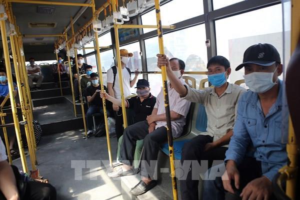 Hà Nội yêu cầu đeo khẩu trang tại khu vực nhà ga, bến tàu, xe