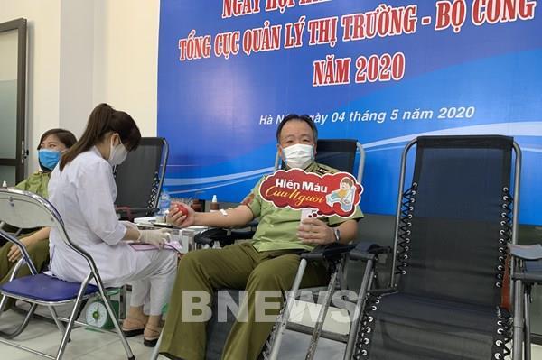 Quản lý thị trường chia sẻ giọt hồng, lan tỏa yêu thương đến người bệnh