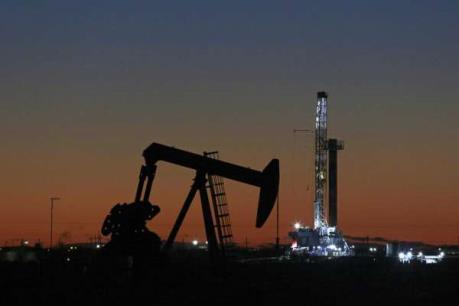Giá dầu thế giới tăng khoảng 3% trong phiên 4/5