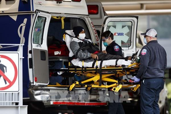 Dịch COVID-19: Mỹ ghi nhận thêm 2.073 ca tử vong trong 24 giờ qua