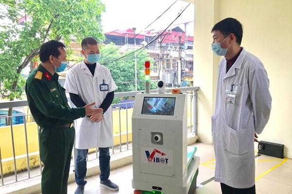 Việt Nam chế tạo nhiều robot y tế phục vụ chống dịch COVID-19