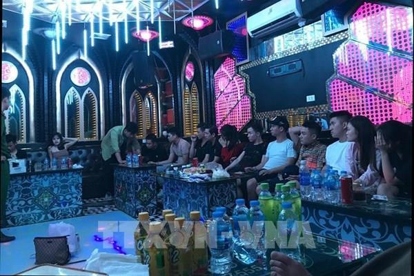 Bắt giữ 13 đối tượng tụ tập, sử dụng ma túy trong quán karaoke tại Nam Định