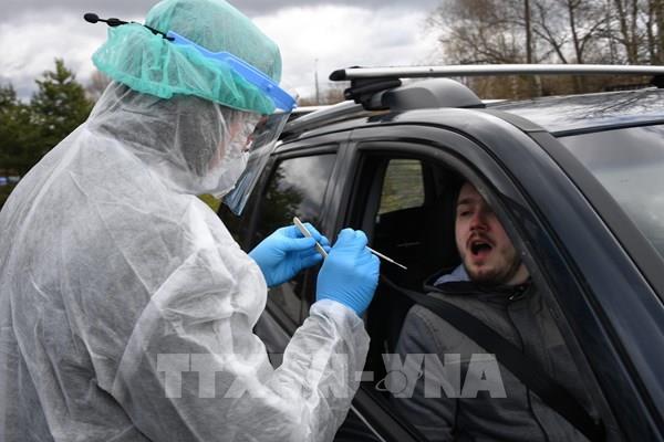 Nga và Mỹ đẩy nhanh thử nghiệm vaccine phòng COVID-19