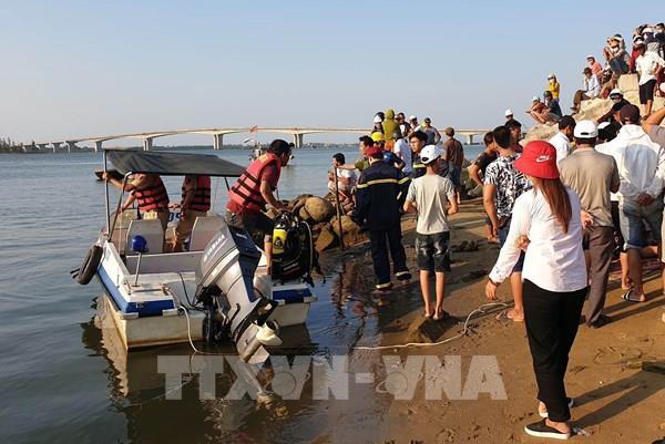 Vụ lật thuyền trên sông Thu Bồn: Khẩn trương tìm kiếm các nạn nhân còn mất tích
