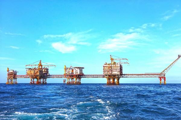 4 tháng, khai thác dầu khí vượt 7,7% kế hoạch