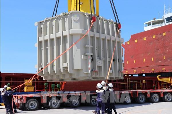 Bình Thuận đưa 2 máy siêu biến áp 500 kV phục vụ dự án điện mặt trời