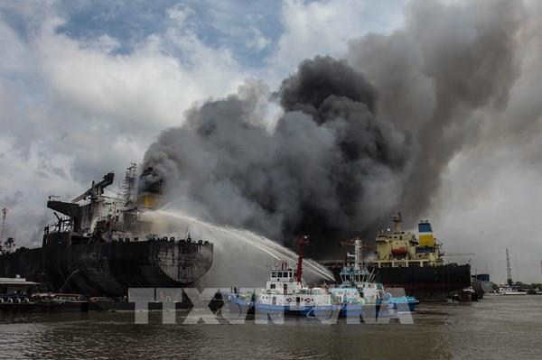 Thông tin mới nhất về vụ cháy tàu chở dầu ở Indonesia