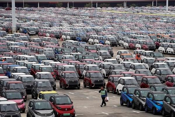 Doanh số bán ô tô tại Trung Quốc tăng lần đầu tiên trong gần hai năm qua
