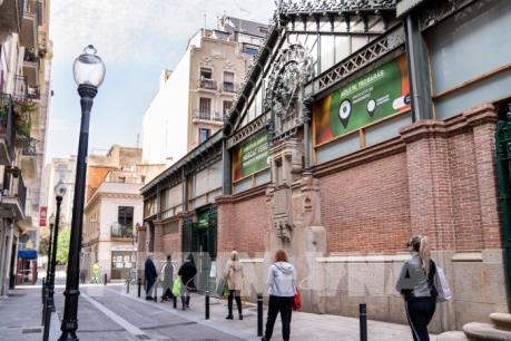 Triển vọng nợ của Tây Ban Nha bị hạ xuống vùng âm