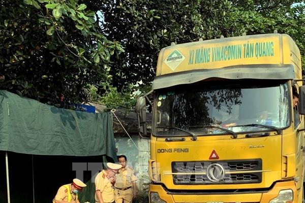 """Đồng Nai xử phạt gần 550 triệu đồng với tài xế và chủ đoàn xe """"vua"""" chở quá tải"""