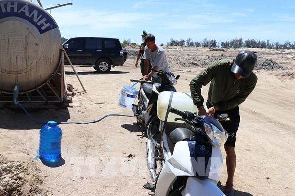 Ninh Thuận lên phương án chở nước sạch cấp cho người dân vùng khô hạn