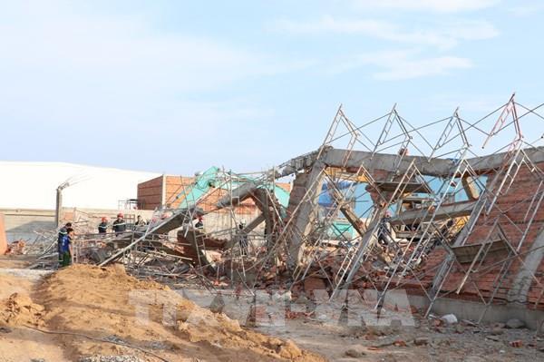 Khởi tố vụ án sập tường tại khu công nghiệp Giang Điền