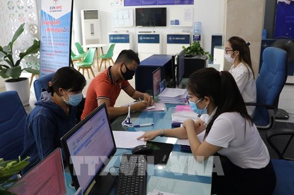 Điện lực Ninh Bình hỗ trợ giảm giá điện kịp thời tới khách hàng