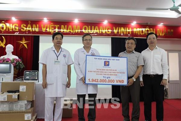 Petrolimex trao tặng thiết bị y tế phòng chống dịch COVID-19