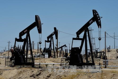 Giá dầu châu Á giảm xuống dưới 43 USD/thùng phiên cuối tuần