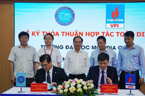 Viện Dầu khí Việt Nam hợp tác toàn diện với Đại học Mỏ - Địa chất