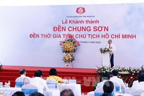 Thủ tướng cắt băng khánh thành Đền thờ gia tiên Chủ tịch Hồ Chí Minh tại Nghệ An