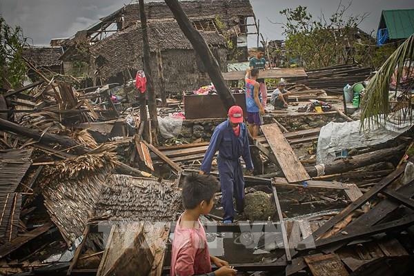 Bão Vongfong hoành hành tại Philippines, 4 người thiệt mạng