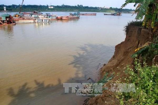 Công bố tình trạng khẩn cấp sự cố sạt lở bờ hữu sông Cà Lồ (Đông Anh -Hà Nội)