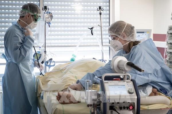 Cập nhật dịch COVID-19 tại châu Âu: Số ca tử vong tại Pháp tiếp tục giảm