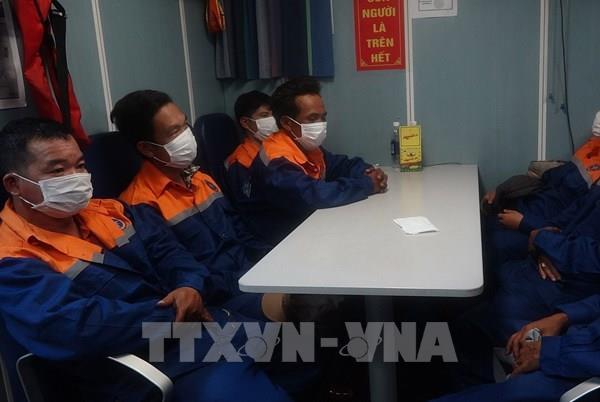 Cứu hộ kịp thời 7 thuyền viên tàu cá bị chìm trên biển