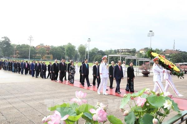 Kỷ niệm 130 năm Ngày sinh Chủ tịch Hồ Chí Minh: Lãnh đạo Đảng, Nhà nước vào Lăng viếng Bác