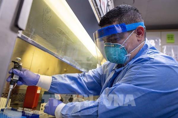 Dịch COVID-19: Mỹ đặt hàng trước 300 triệu liều vaccine của hãng AstraZeneca