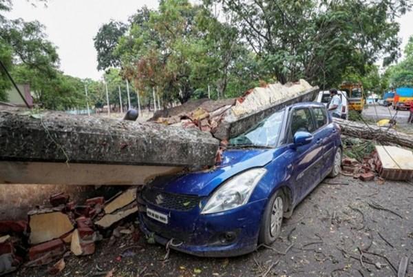 Ấn Độ sơ tán hàng nghìn dân để tránh bão
