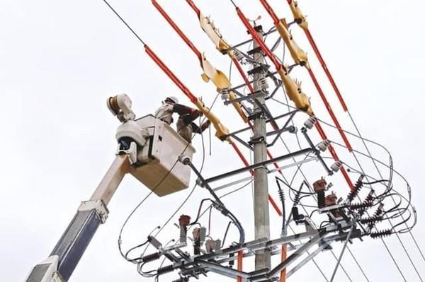 Giải pháp giảm áp lực cho thợ điện mùa nắng nóng
