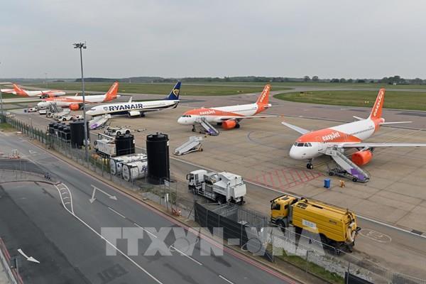"""Các hãng hàng không châu Âu """"gặp khó"""" do dịch COVID-19"""