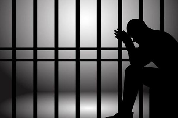 Phạt tù 3 đối tượng đốt pháo sáng tại sân vận động Hàng Đẫy