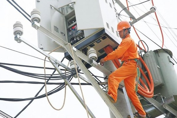 Dịch COVID-19: Ngành điện giảm hơn 4.424 tỷ đồng tiền điện cho khách hàng